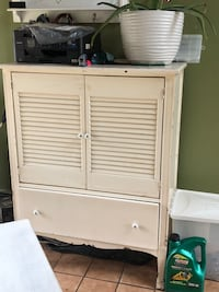 Antique dresser in need or restoration or clean up Blackstone, 01504