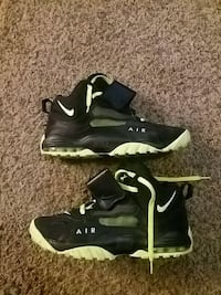 Lime green and black nikes Greenville, 27835