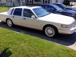 1995 Lincoln Cartier  Title on hand