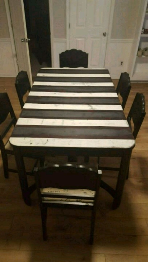 Art Deco Table With 6 Upholstered Chairs
