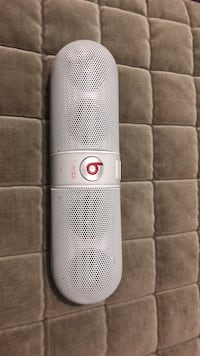 White beats pill speaker