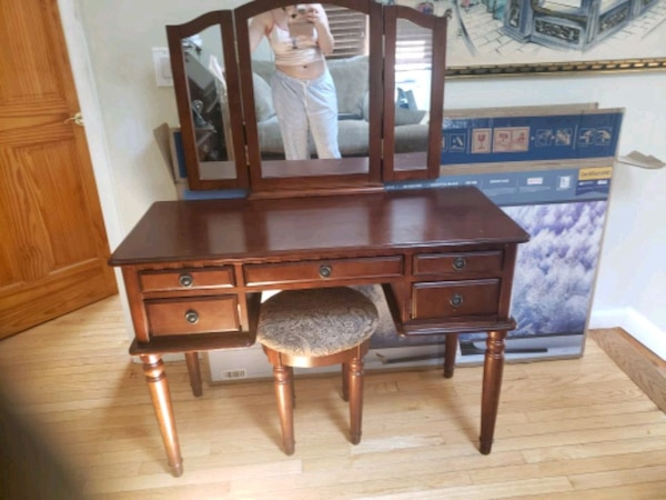 Surprising Cherry Wood Vanity With Stool Squirreltailoven Fun Painted Chair Ideas Images Squirreltailovenorg