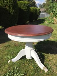 Pedestal End/Coffee Table Surrey, V3R 8V7