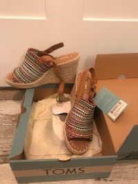 TOMS wedge sandals NEVER WORN.   Manchester, 03102