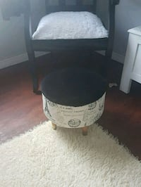 Gorgeous  antique  sewing  stool  Whitby, L1N 8X2