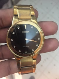 Round gold-colored analog watch with link bracelet Edmonton, T5A