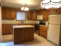 $2400, 3 bed,  1.5 washroom, Queensway west and Hurontario Mississauga, L5B 2T9