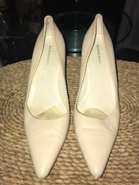 Burberry Size 9 Cream leather heeled shoes