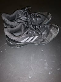 Size 11 Mens Basketball Shoes only worn 5 times very good fit