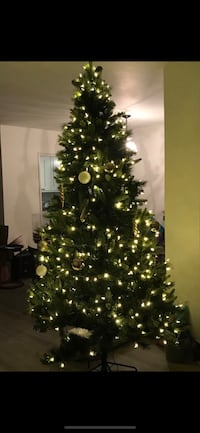 7 ft. Artificial lighted Christmas tree