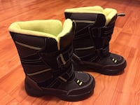 Boys snow boots size 1 Fairfax, 22031