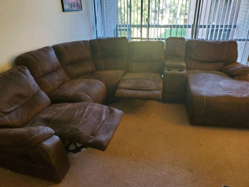 Sectional Couch 208819e4-0945-4870-a1e7-5deb29f8055b