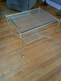 End table Newmarket, L3Y 3L5
