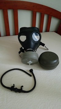 Gas mask with **2 NEW** filters and drinking straw