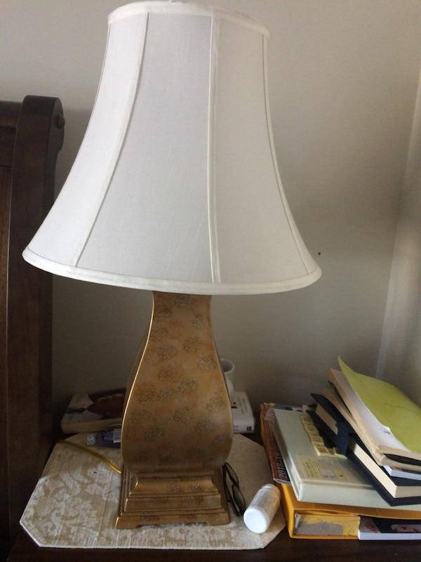 Gold porcelain table lamp
