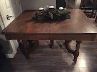 Antique dining table  Toronto, M6N 4P9