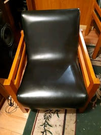 black and red leather armchair Dollard-des-Ormeaux, H9G