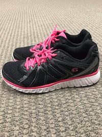 Size 9 woman's pair of black-and-pink running shoes Daleville, 24083