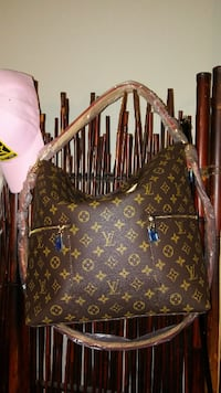 LV Hobo comes with a Free Gift