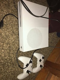 white Xbox One with controller Columbia, 29210