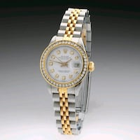 round gold-colored analog watch with link bracelet London, E2 9HP