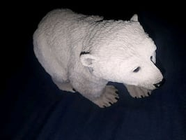 polar bear sculpture