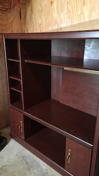 Entertainment center holds 32 in tv and stereo cds etc Redmond, 98052