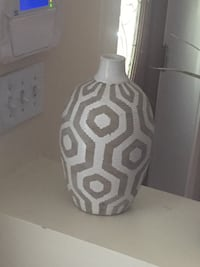 Like-new decorative geometric vase
