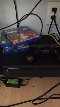 Sony ps4 console with controller and game cases Houston, 77069