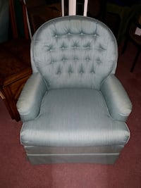Pair of 2 swivel chairs $75 Melbourne, 32904
