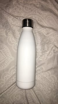 White Swell bottle Langley, V3A 1Z7