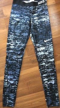 Authentic Nike yoga pants size small cash only please  Fort Erie, L0S