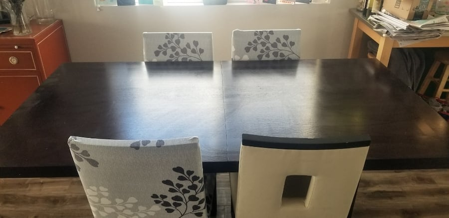 Dining room table with 4 chairs and optional covers 02f94814-6e98-4137-a403-1705b28d1313