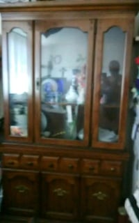 Beautiful china cabinet excellent condition Buffet Hyattsville, 20784