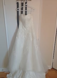 New, never worn ivory sweetheart strapless wedding dress Toronto, M4R 1T7