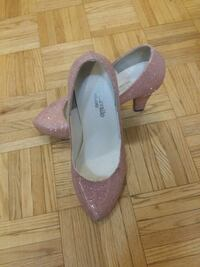 pair of purple suede pointed-toe heeled shoes Côte Saint-Luc, H4W 2T8