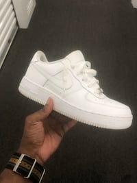 unpaired white Nike Air Force 1 low St. Louis, 63110