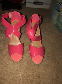 pair of pink leather open-toe heeled sandals Port Richey, 34668