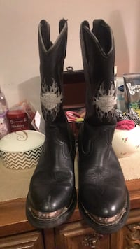pair of black leather cowboy boots Bristol, 37620