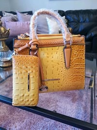 canary yellow purse and wallet Woodbridge, 22192