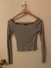Brandy Melville ONE SIZE Black and White Off-Shoulder Long Sleeve Vancouver, V5K 1S8
