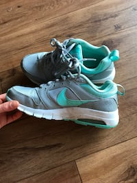 Nike air running shoes sneakers size 6