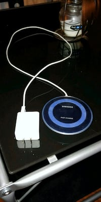 white and blue Samsung wireless charging pad Hamilton, 45011