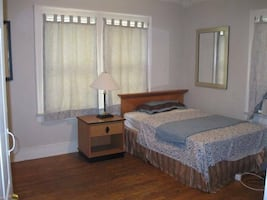 ROOM For rent 1BR 3BA Falls Church VA