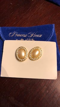 Princess House earrings and necklace Rowley, 01969