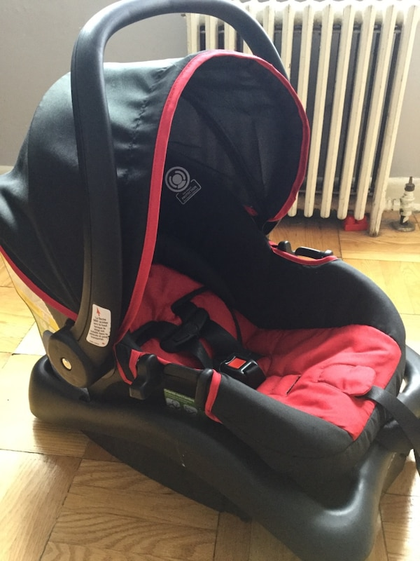 Never Been Used Infant Car Seat Very Comfortable Padding Has All The Safty