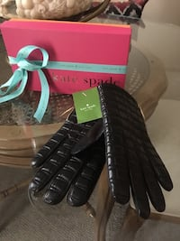 Kate Spade Lady's black quilted leather gloves with side zip size Medium Oakville, L6K 1Y8