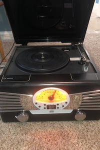 Record player with radio and cd player
