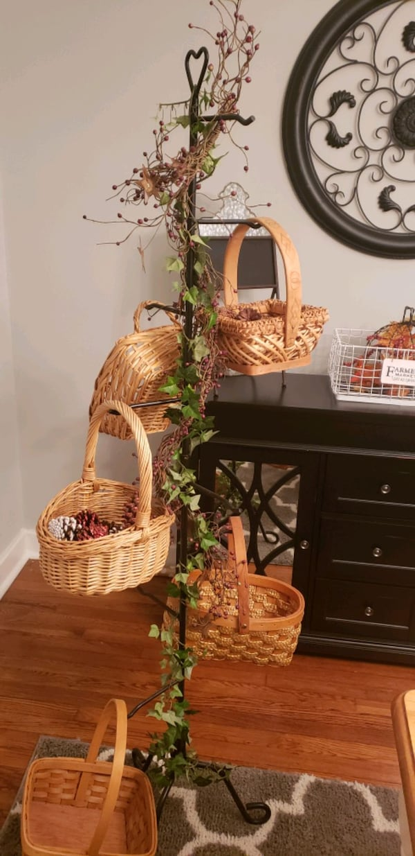 basket tree with baskets 5efe03d1-d6b2-4c96-8dc0-009a8c63ab9f