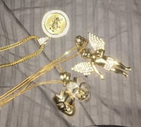 Chains and pendents 10k real yellow gold serious buyers only thank you